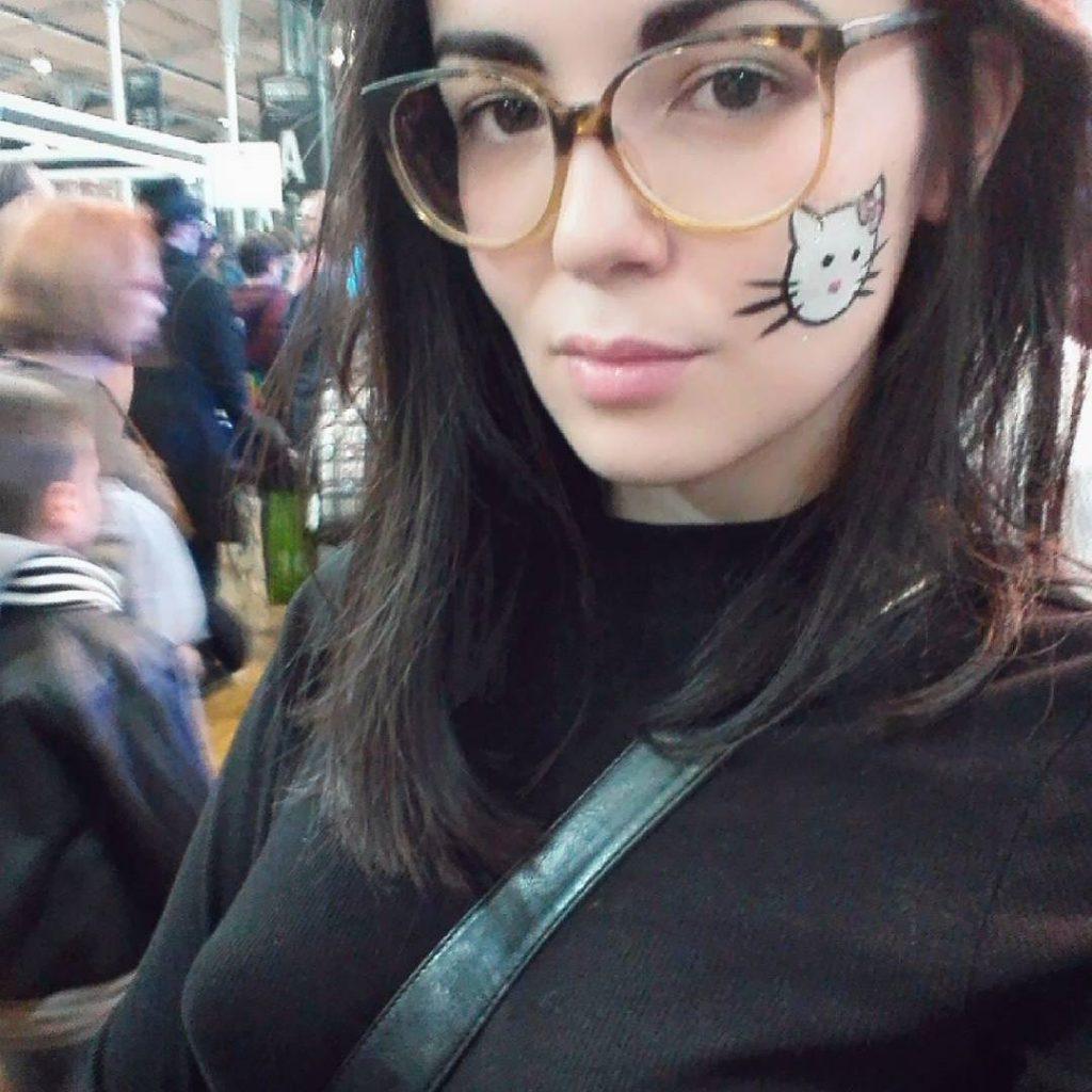 salope fine baise dans un magasin